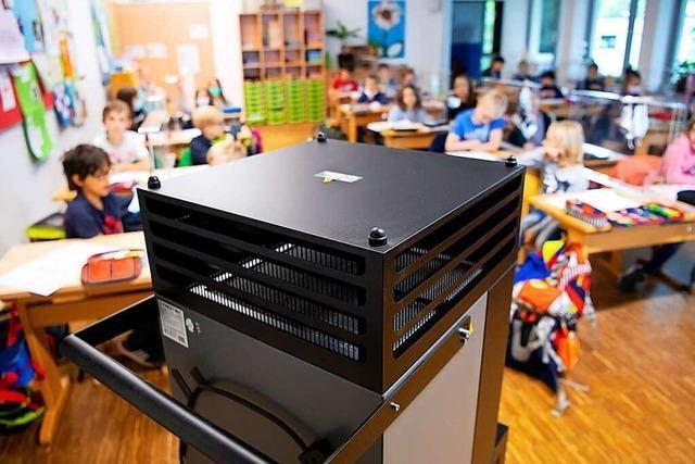 Luftfilter in Schulen wirken am besten zusammen mit FFP2-Masken und Lüften