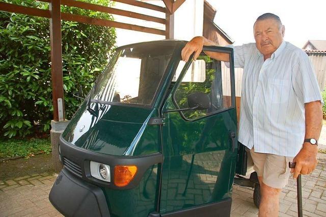 Früherer Adelhausener Ortsvorsteher wird 80 und fährt gerne mit der dreirädrigen Vespa