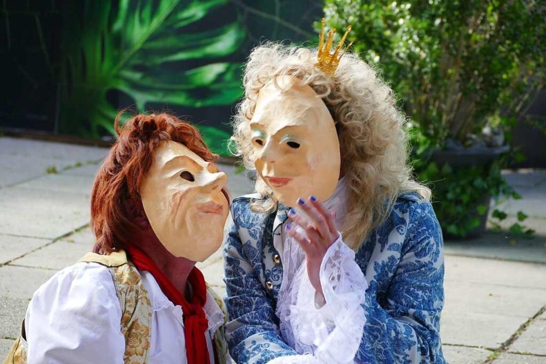 Verliebte Blicke - trotz Maske: Das Sc... trifft die Prinzessin (Ben Lambracht)    Foto: Frank Kreutner