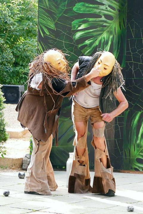 Die beiden fiesen Riesen (Frank und Lion Ganz) bringen sich selbst zur Strecke.    Foto: Frank Kreutner
