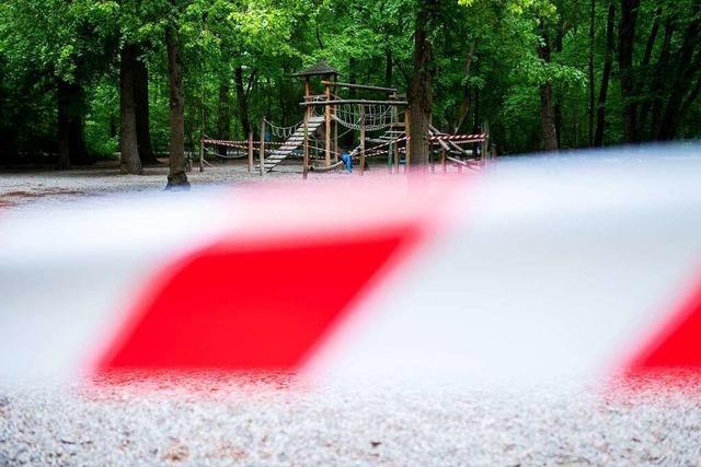 Baum fällt auf Spielplatz – Kind stirbt an schweren Verletzungen