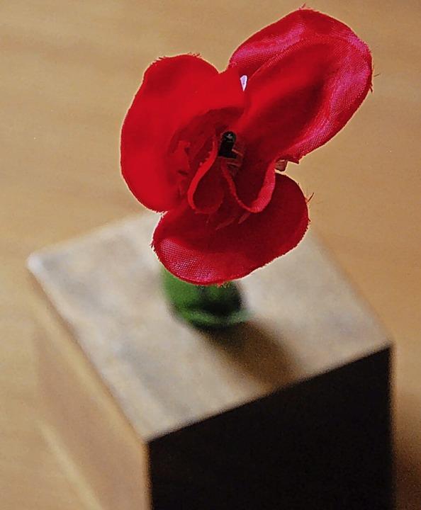 Die Rose vom Schießstand ist das Symbol schlechthin fürs neue Liebesglück.  | Foto: Dorothea Scherle