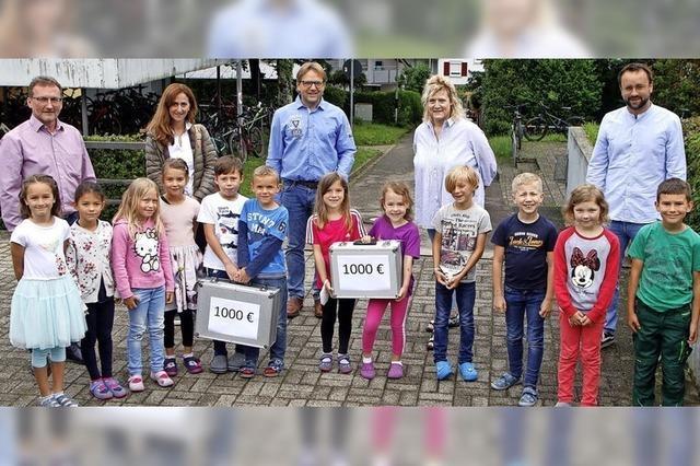 Schüler spenden an soziale Einrichtungen