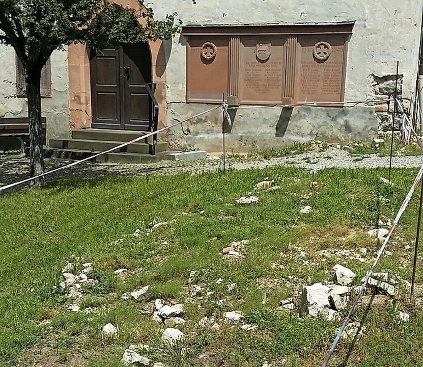 Immer noch mutet der Friedhof wie eine Baustelle an.   | Foto: Hannes Lauber