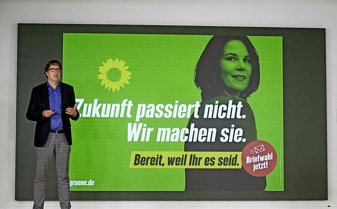 Michael Kellner, Wahlkampfmanager der Grünen, stellt die Kampagne vor.    Foto: STEFANIE LOOS (AFP)
