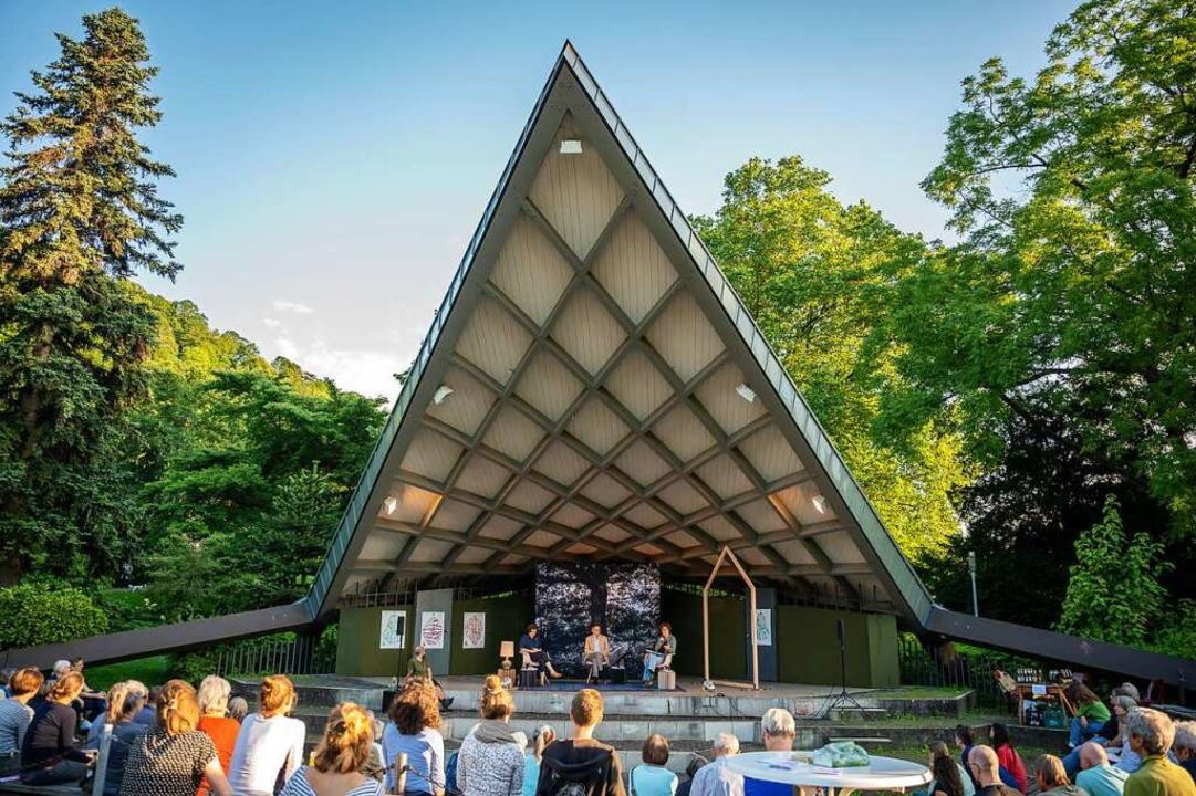 """Die Eröffnung des  Festivals """"We...im Musikpavillon im Stadtgarten statt.    Foto: Marc Doradzillo"""