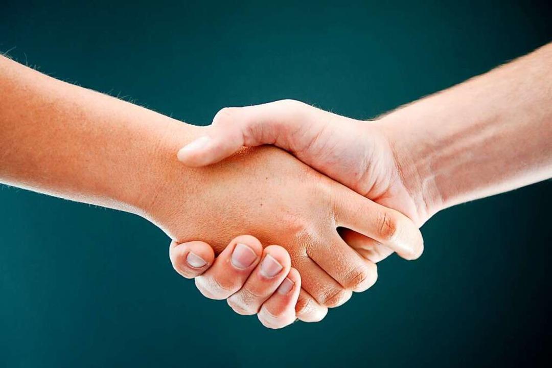 Ein Handschlag ist für alle als Begrüßung in Ordnung.    Foto: Tobias Kleinschmidt