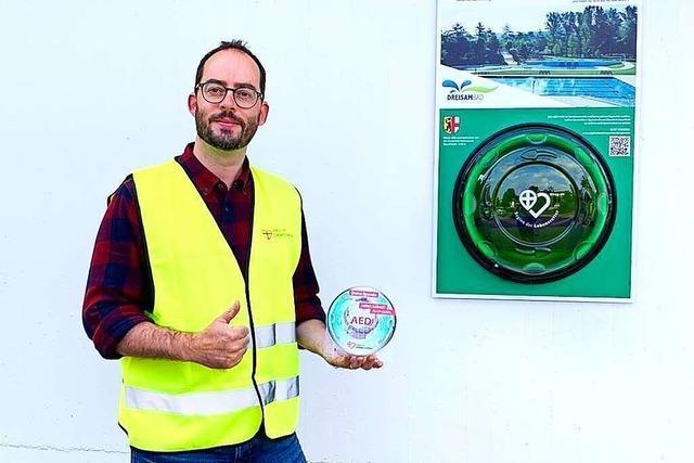 Neu installierter Defibrillator in Kirchzarten wird gleich für Ernstfall genutzt