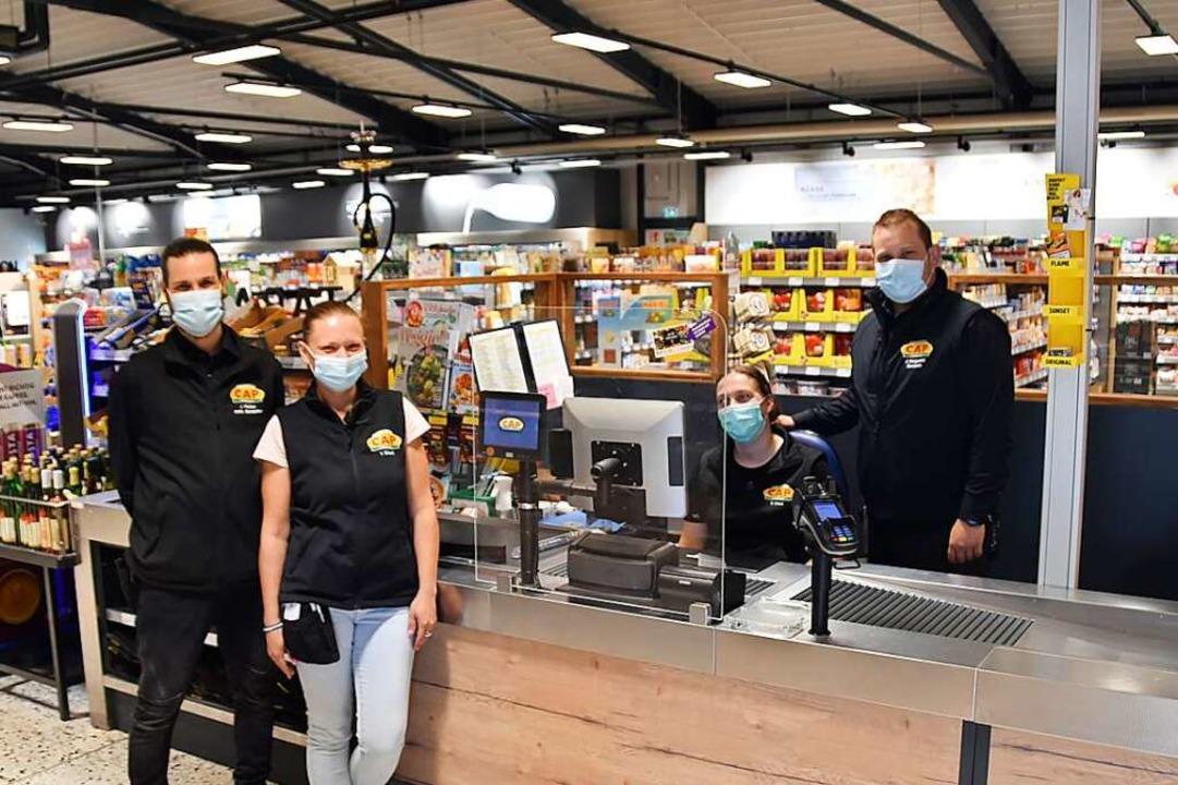 Jens Vischer (von links), Valentina Ec...Kevin Margenfeld an ihrem Arbeitsplatz  | Foto: Sophia Hesser