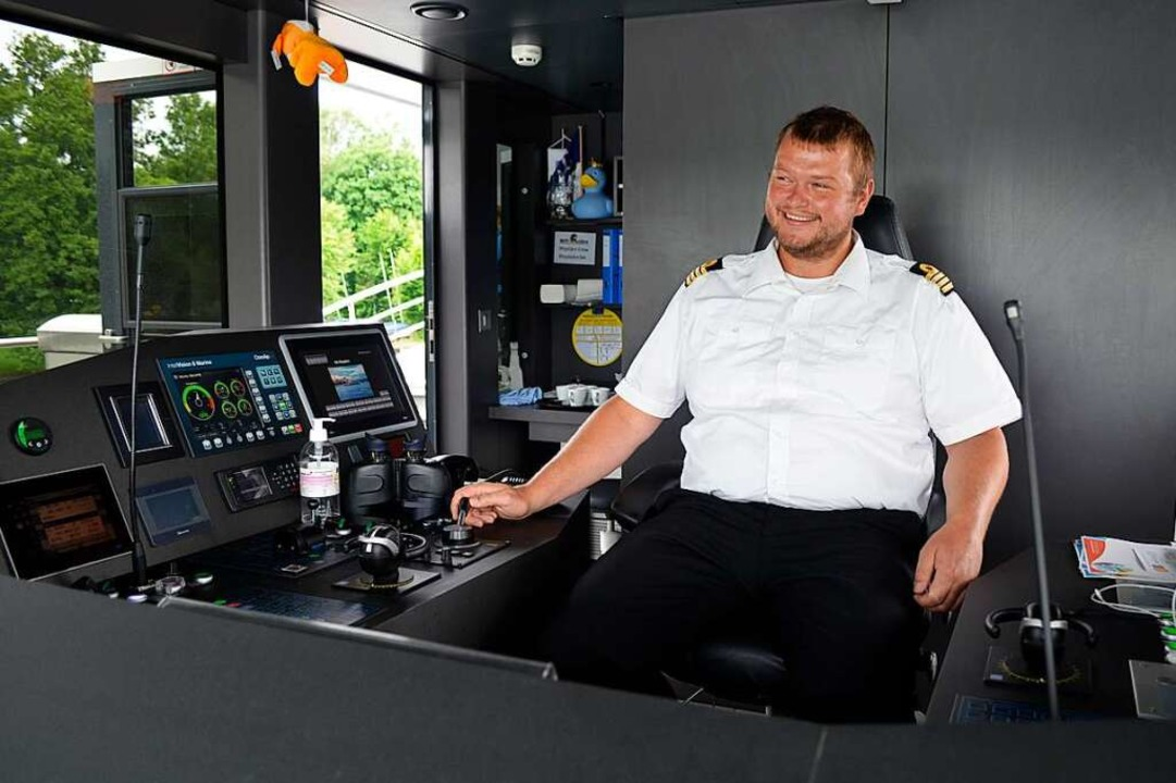 Kapitän René Zimmermann am Steuer.  | Foto: Savera Kang