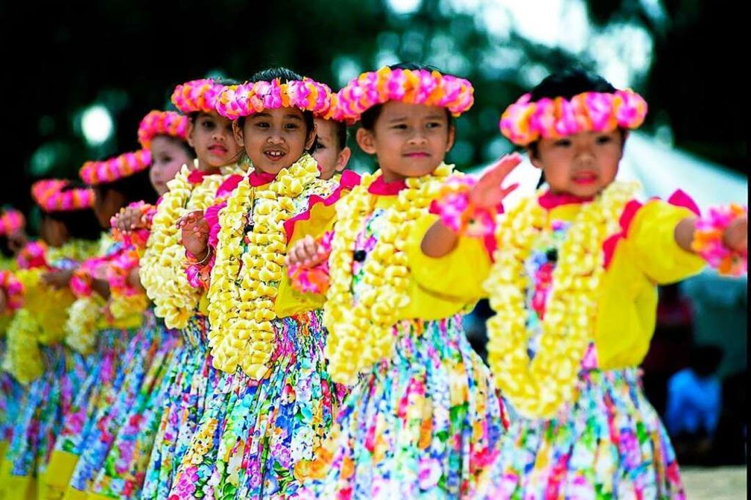 Das Angebot des Heitersheimer Sommerfe...t. Es reicht vom Hula-Tanzkurs …  | Foto: Hvcb/Joe Solem-Keiki