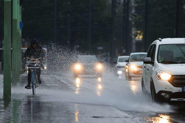 Wetterdienst warnt vor Starkregen – Hochwassergefahr im Südwesten steigt
