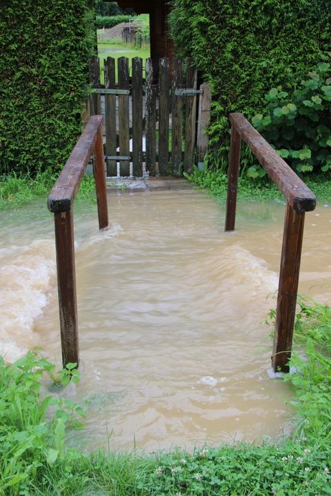Der neue Rheinverbindungsweg beim Bröd...örstadt  wurde in den Rhein geschwemmt  | Foto: Helmut Kohler
