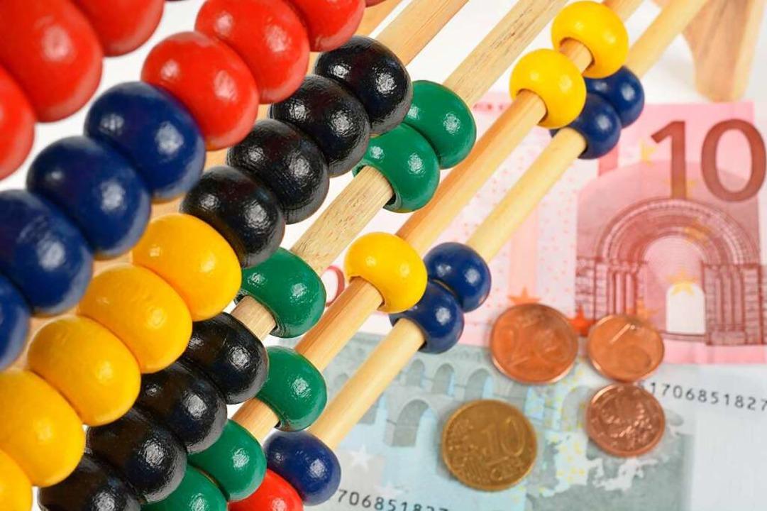In Lörrach wird gerechnet, wie das Finanzloch gestopft werden kann (Symbolfoto).  | Foto: Michael Tieck - Fotolia