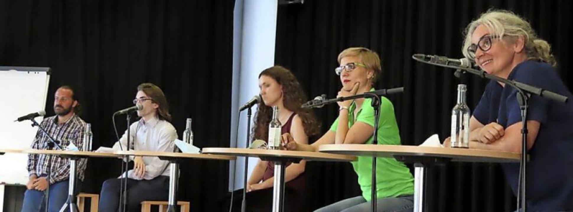 Auf dem Podium diskutierten (von links...die Bundestagskandidatin Heike Dorow.     Foto: Bertold Obergföll