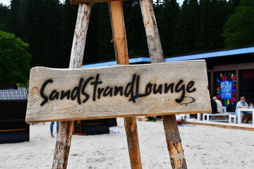 Kultur im Sand an der Badestelle Titisee.  | Foto: tanja Bury