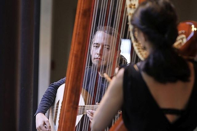 Afghanische Rebab klingt gut mit europäischer Harfe