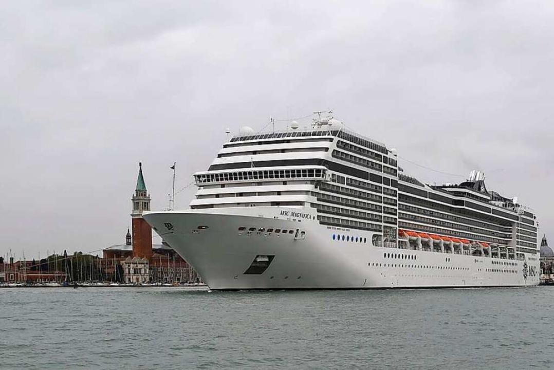 Kreuzfahrtschiff vor Venedig  | Foto: Felix Hörhager (dpa)