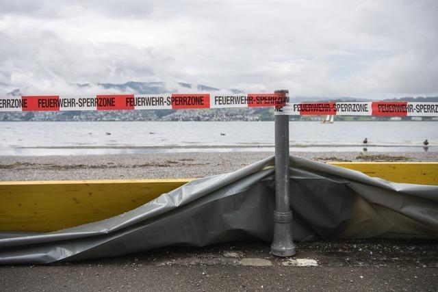 Hochwasser steigt nach Regengüssen – Schifffahrt am Rhein gesperrt