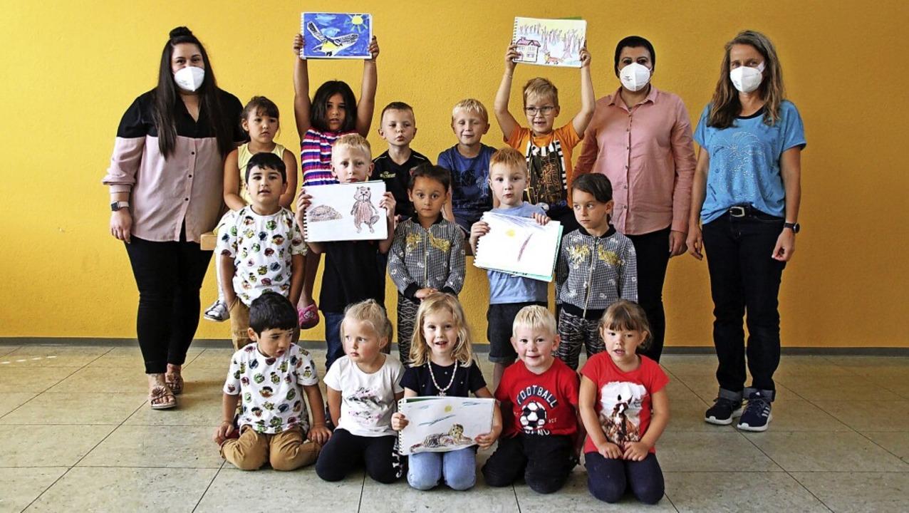 Während der Pandemie haben die  Kinder...r Khalil und Erzieherin Simone Keller.    Foto: suedkurier