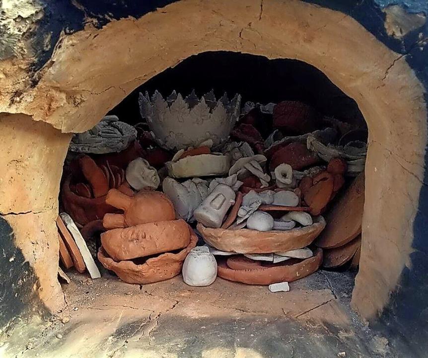 Kaltgestellt – Keramiken im Töpferofen  | Foto: Luzian Taeger