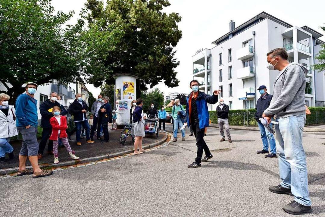 Raphael Buob (Mitte, blaue Jacke) und ...rechts) gehörten zu den Organisatoren.  | Foto: Thomas Kunz