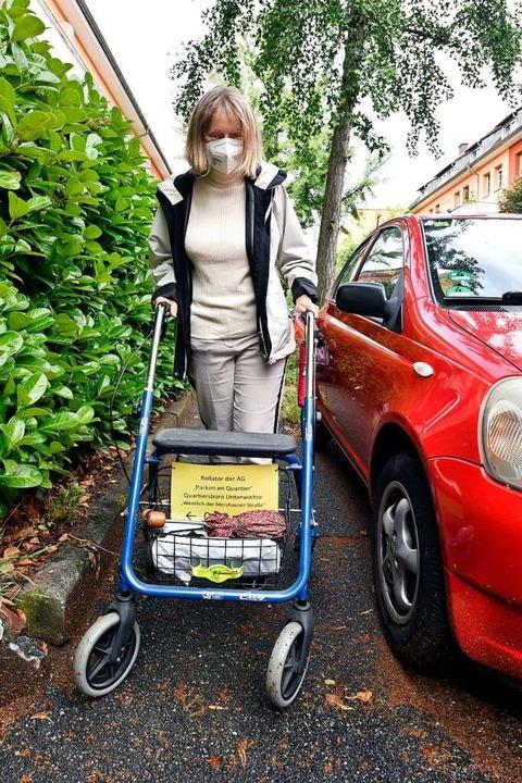 Anwohnerin Verena Weber fungierte als Rollator-Test-Schieberin.  | Foto: Thomas Kunz