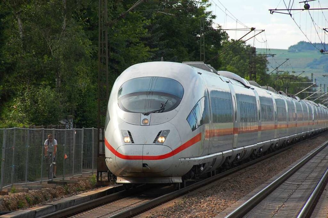 Ein ICE auf der Rheintalstrecke  | Foto: Hannes Lauber
