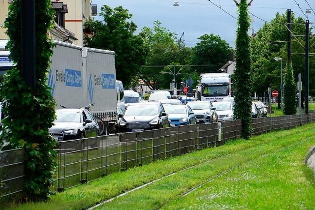 Stau auf der B31 in Freiburg – Autos stehen bis zum Kappler Knoten