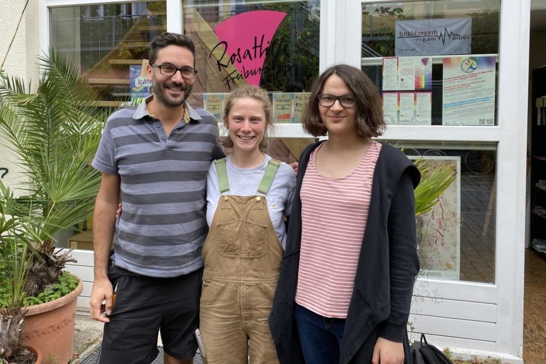 Ronny Pfreundschu (von links), Marie M... Mira Kuntz vom Freiburger CSD-Verein.    Foto: Anika Maldacker