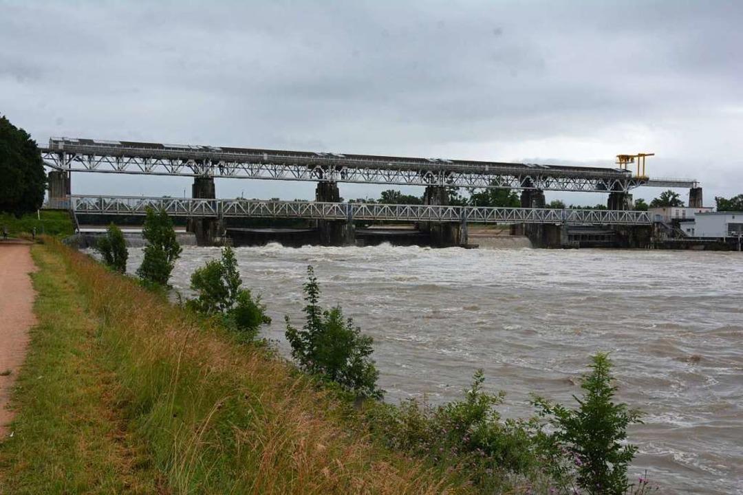 Um die Hochwassergefahr am Rheinknie z...ngen in den Restrhein fließen konnten.  | Foto: Hannes Lauber