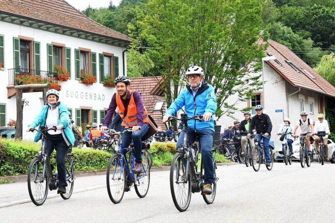 Mit Regierungspräsidentin Bärbel Schäf...ks) ging es durch Waldkirch-Suggental.    Foto: Markus Zimmermann