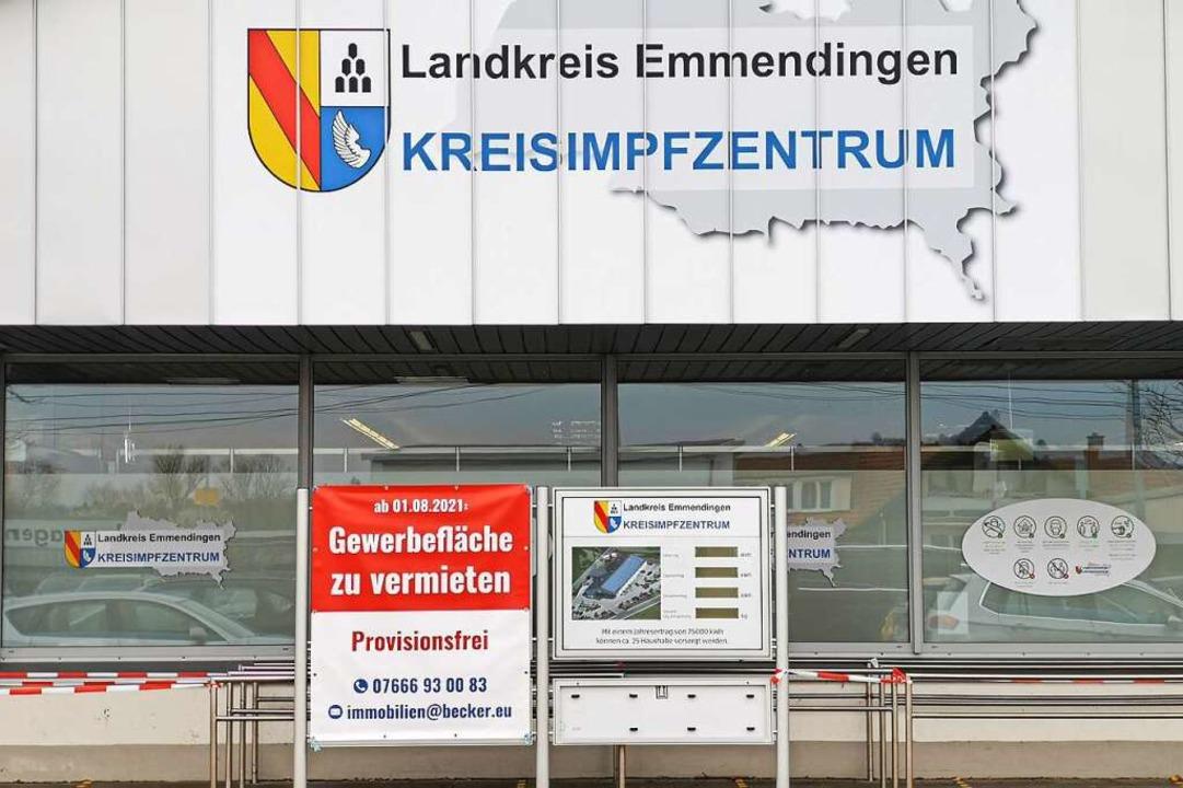 Das Kenzinger Kreisimpfzentrum war einmal eine Aldi-Filiale.  | Foto: Patrik Müller