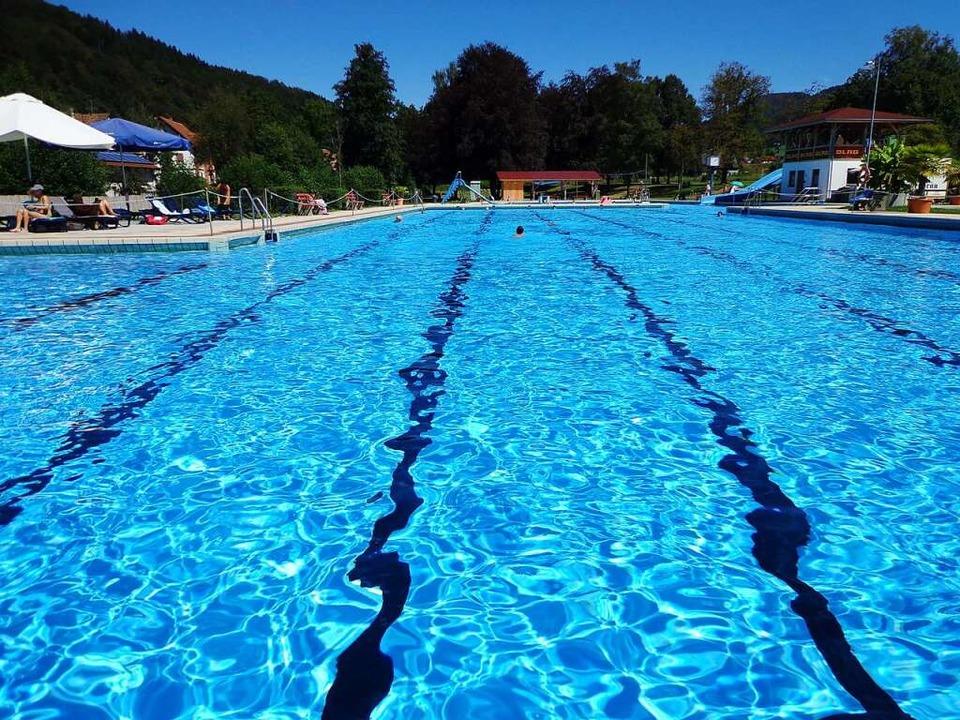 Noch sieht das Elzacher Schwimmbad so ...nen wird um eine Viertel verkleinert.   | Foto: Yannick Allgeier