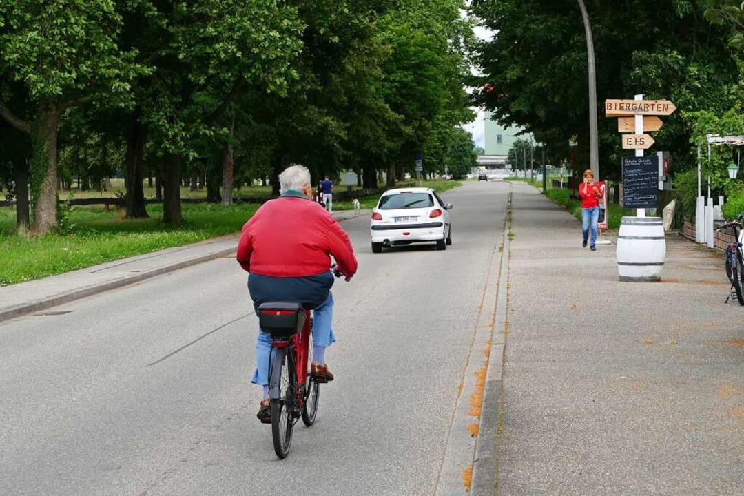 Radfahrer sollen zukünftig in der Jose...nd Fußweg fahren statt auf der Straße.  | Foto: Sattelberger