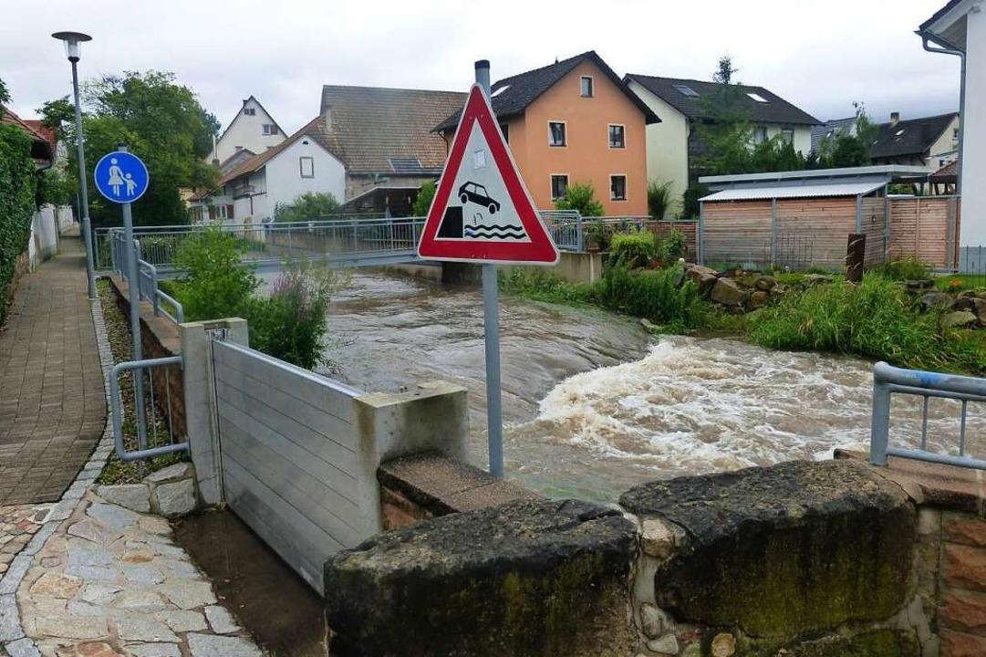 Die Möhlin führt in Ehrenkirchen derzeit viel Wasser.    Foto: Andrea Gallien