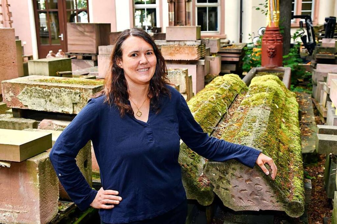 Die neue Münsterbaumeisterin Anne-Christine Brehm an der Münsterbauhütte  | Foto: Thomas Kunz