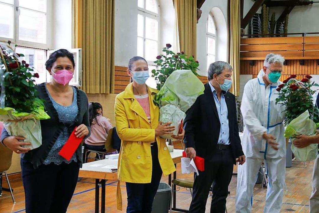 Schulleiter Frank Woitzik und Bürgerme...Machleid sowie dem gesamten Test Team.  | Foto: Sandra Decoux-Kone