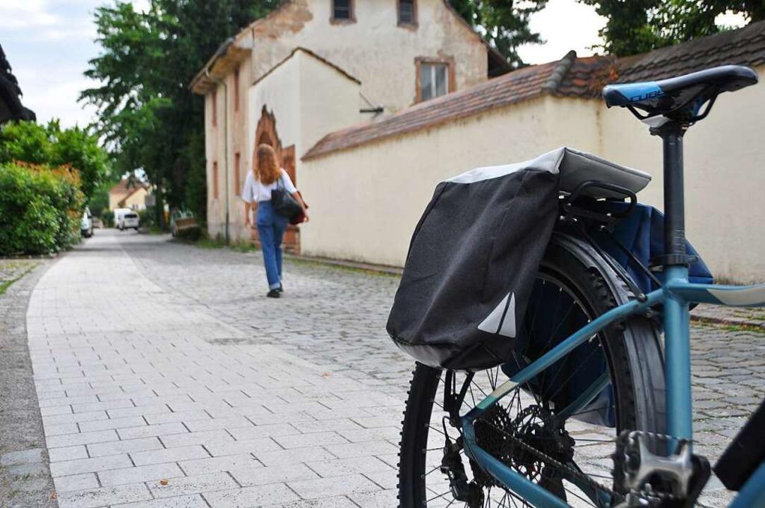 Auch Radfahrer werden den Verbundstein...en, die nicht mehr so gut zu Fuß sind.  | Foto: Daniel Gramespacher
