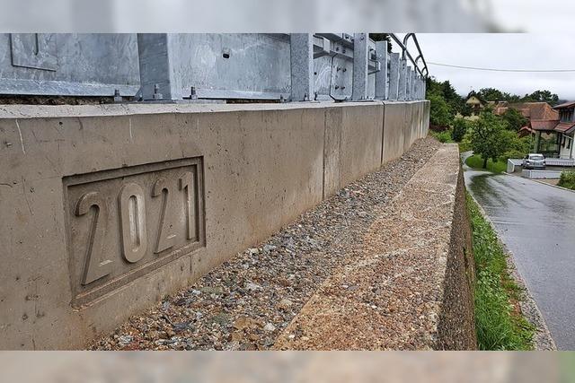 Tessiner Mauer mitten in Hofen
