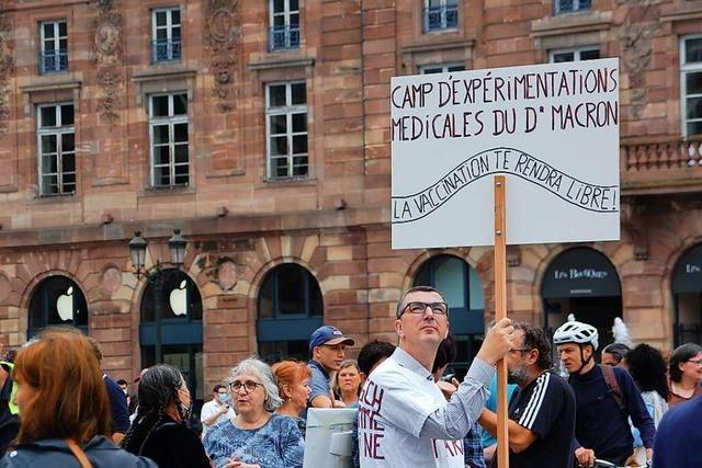 Erneut demonstrieren Tausende gegen Emmanuel Macrons neue Corona-Maßnahmen