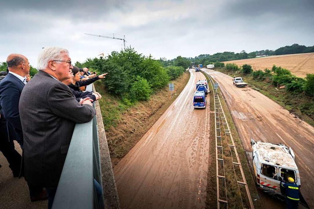 Frank-Walter Steinmeier bei seinem Besuch vor Ort.  | Foto: Guido Bergmann (dpa)