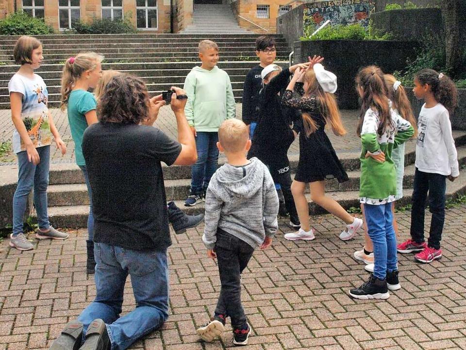 """Mit Feuereifer waren die Kinder bei de...Rollenden Steinchen"""" zu drehen.     Foto: Karin Stöckl-Steinebrunner"""