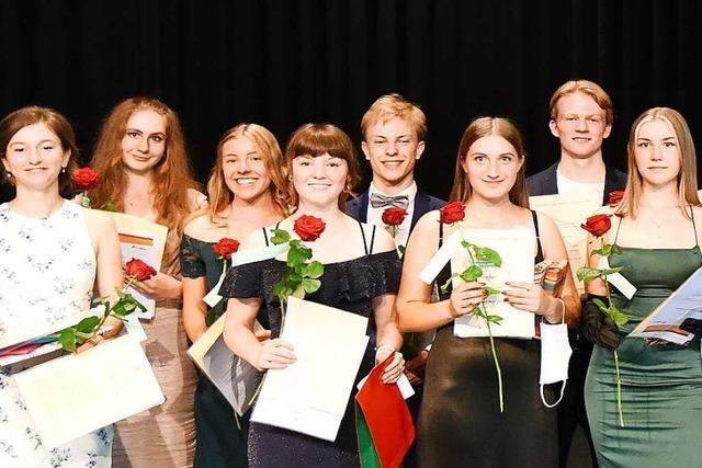 46 Schüler feiern ihr Abitur am Denzlinger Erasmus-Gymnasium