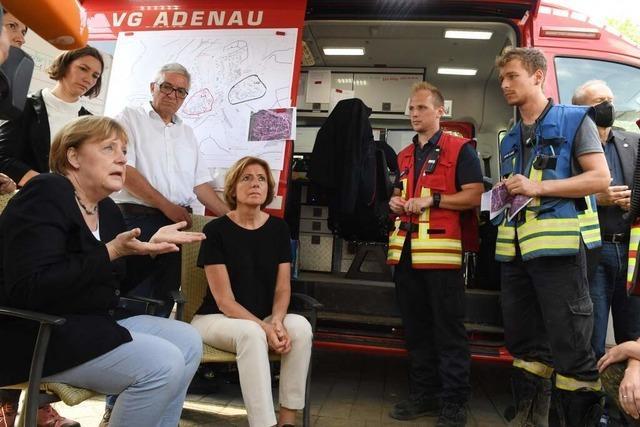 Merkel sagt Soforthilfeprogramm für Flutopfer zu