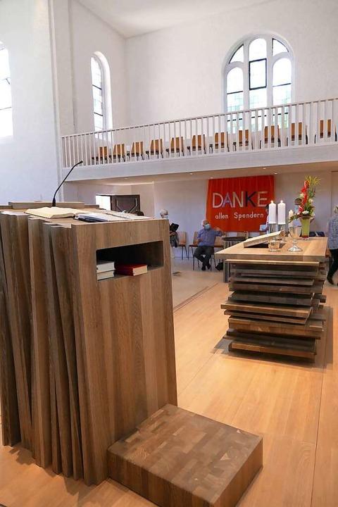 Altar, Ambo und Taufbecken – all...nholz gefertigt, passend zu Waldkirch.    Foto: Sylvia Sredniawa