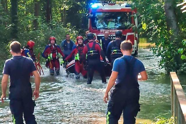 110 Einsatzkräfte retten im Taubergießen eine Frau und ihren Sohn