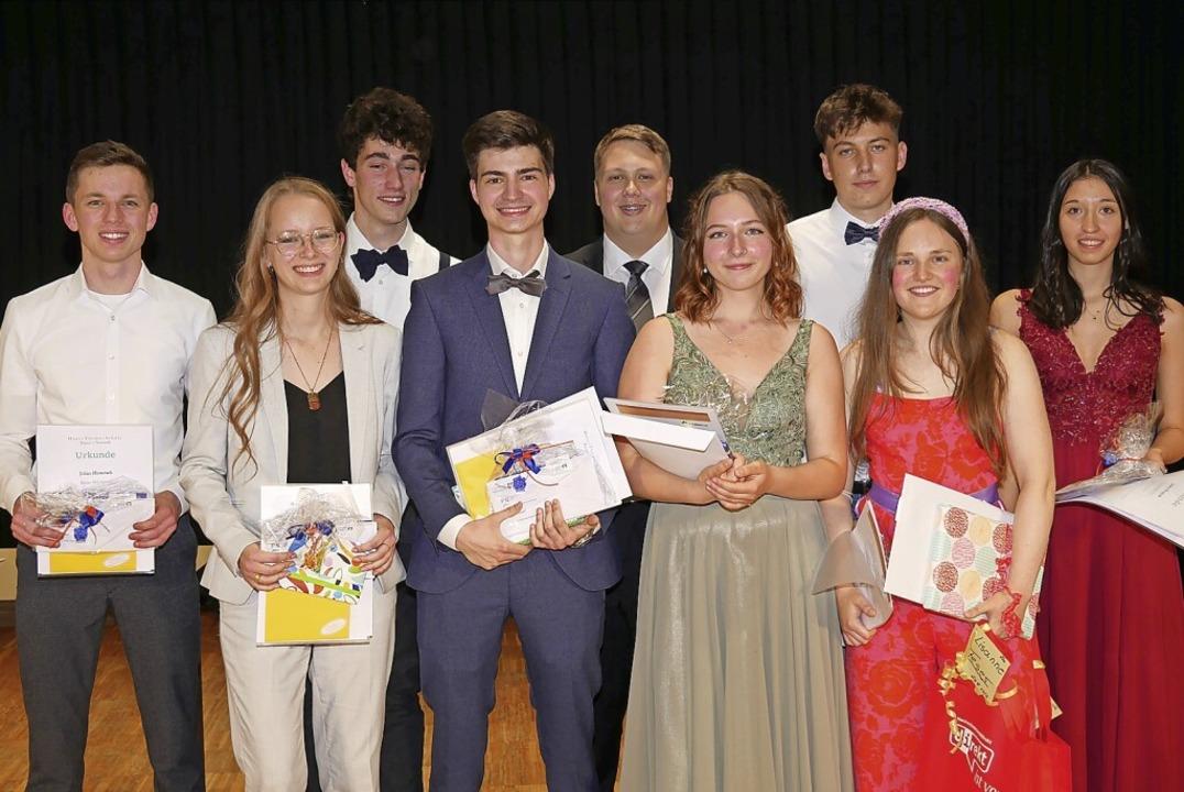 Die Preisträger der Hans-Thoma-Schule ..., Lisanne Feser und Jessica Krajniak.     Foto: Eva Korinth