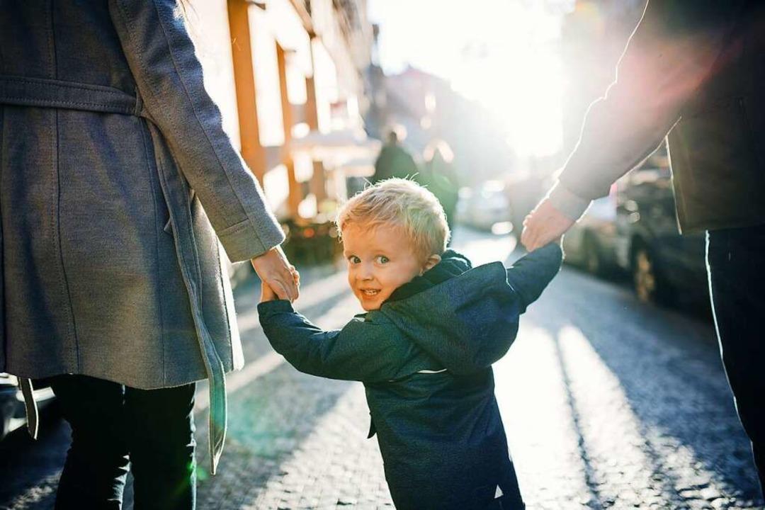 Rund 3800 Kinder sind im vergangenen Jahr adoptiert worden.  | Foto: Halfpoint  (stock.adobe.com)