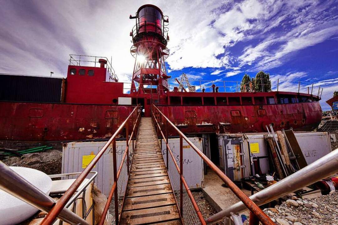 Das  ausgewässerte Leuchtturmschiff &#...zungsprojekt Holzpark Klybeck in Basel  | Foto: Jonas Hirt